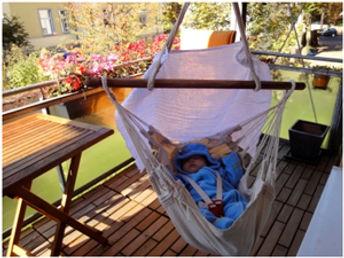 Püppis Hängematte mit Schuckelfuntion, Dank der Federwiegen Feder von Lullababy Therapeutically Baby Movement. Sanftes Schwingen mit der Federwiege bis 25 Kg.