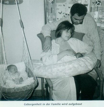 Frühchen im LULLABABY  (Federwiege) mit mini-vestibulärer Förderung, Therapeutically Baby Movement Federwiegen