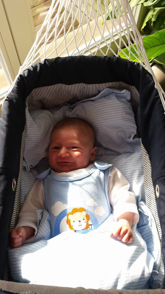 Zufrieden und entspannt in der Lullababy Federwiege - Unserem neuesten Lullababy-Fan gefällt es super in seiner Federwiege, wie die zufriedenen Eltern uns heute berichteten.