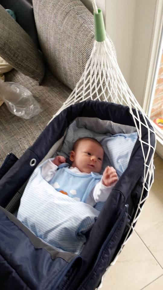 Lullababy Federwiege - Lullababy BabyMove Federwige - Unserem neuesten Lullababy-Fan gefällt es super in seiner Federwiege, mit den sanften Schwingungen