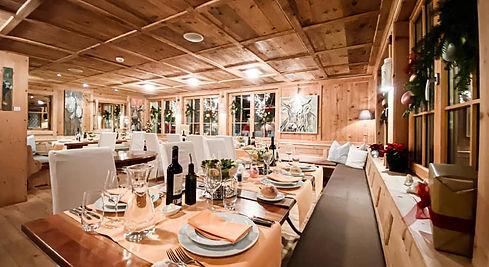 Aufgedeckte Tische im Gourmet Stübli vom Restaurant Lueg