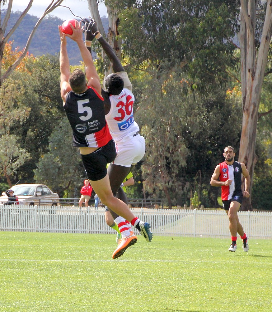Nick Salter flies for a mark