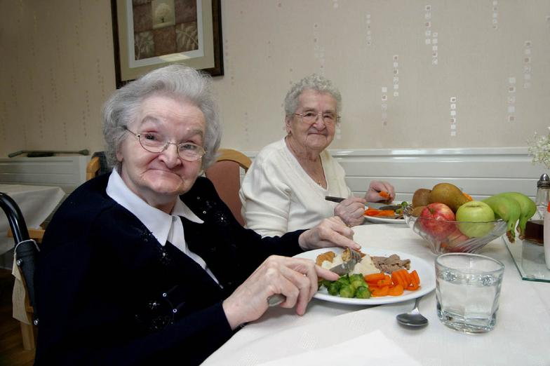 Elderly_people_healthy_eating_small