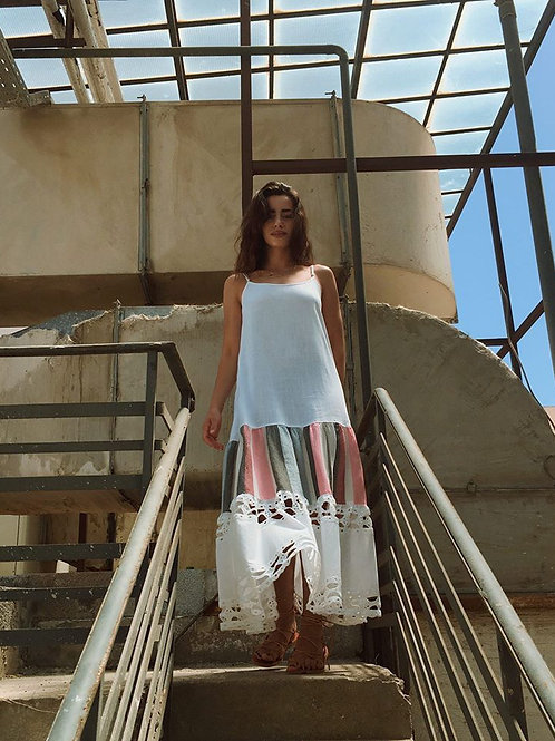 Weisses Trägerkleid mit Spitzen-Details