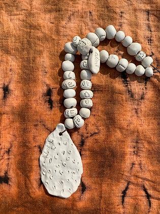 Le bijou de mur BARBARIE et ses perles