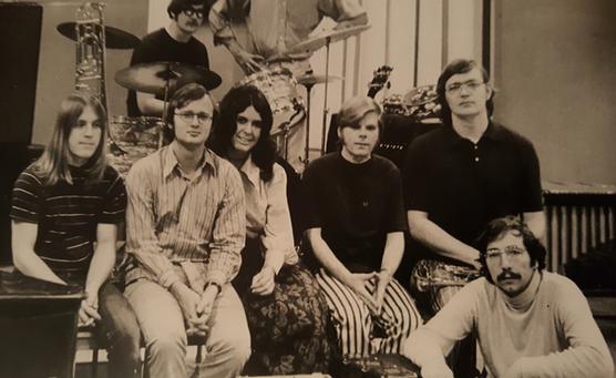 """Mother Duck"" in the early 70s: (kneeling) Charlie Elliott, (2nd row) Mark Little, Tom Milligan, Susan Giles, David Caffey, Ken Pouncey, (3rd row) Adam Galanfy, Terry Trentham (partially hidden)"