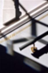 Treppenfries mit Handlauf in Jugendstildekor. Stuckornamente und Profil in Anlehnung an Gründerzeitmotive aus Dresden um 1906. Wiederherstellung der original Handläufe in Holz und Befestigungen in Messing. Wiederbelebung alter Handwerkskunst.