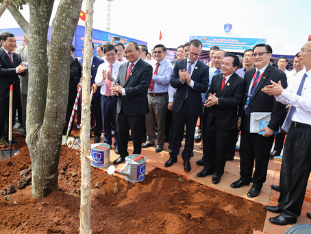 Founder Haike Manning joins Prime Minister at the 18th anniversary of Nguyen Tat Thanh university