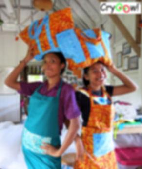 bali frauen schneiderinnen taschen batik