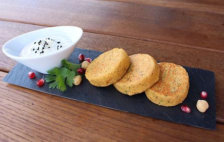 Falafel-Galetten mit Tahini-Joghurt