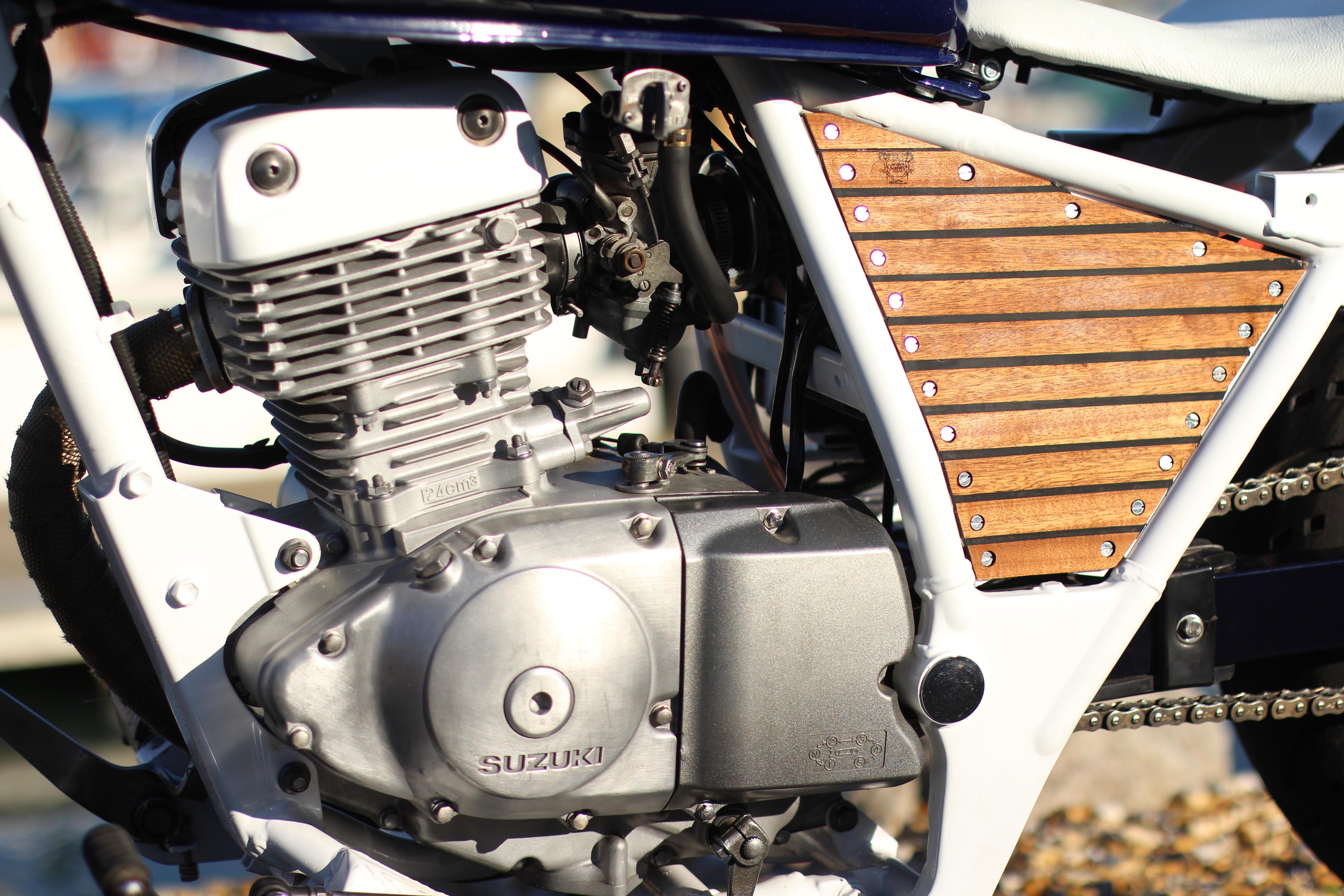 Custom Suzuki GZ125 | engine