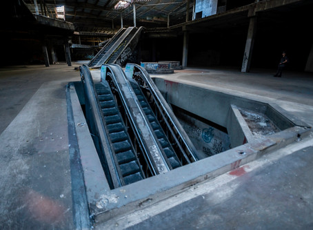 Exploring the Abandoned Hawthorne Mall in California
