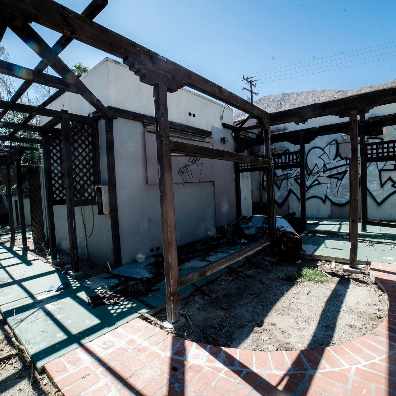 2017-09-27 Abandoned Orchard Tree Inn RAW-1