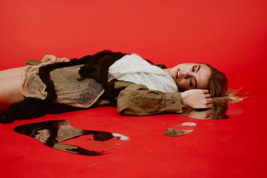 MODEL|@gretameyle MAKEUP|@kellylakasmakeup DESIGNER|@chloepleats