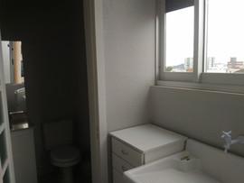 Área de serviço com banheiro