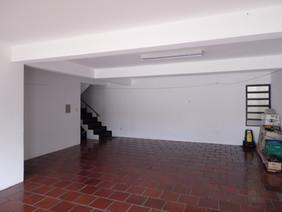 Escada pela garagem