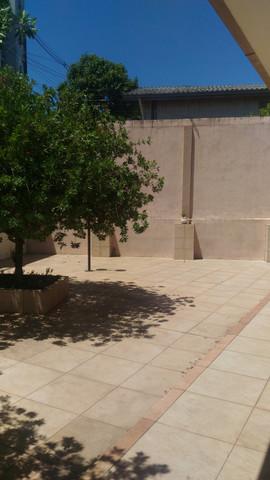 Pátio interno com pavimentação