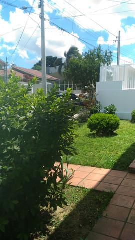 Pátio frente com jardim