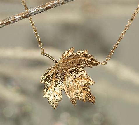 14k gold Maple leaf pendant