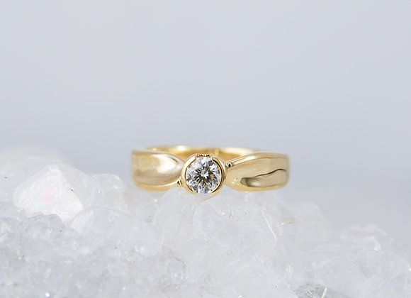 Mobius Style Diamond Solitaire