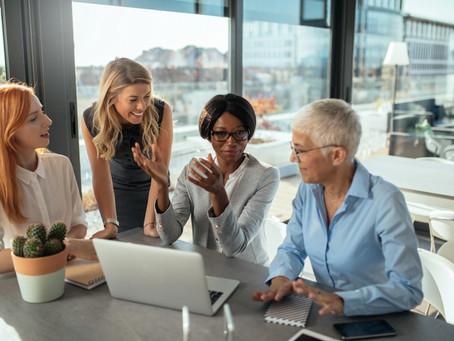 4 faktory, ktoré posúvajú ženy kariérne vpred