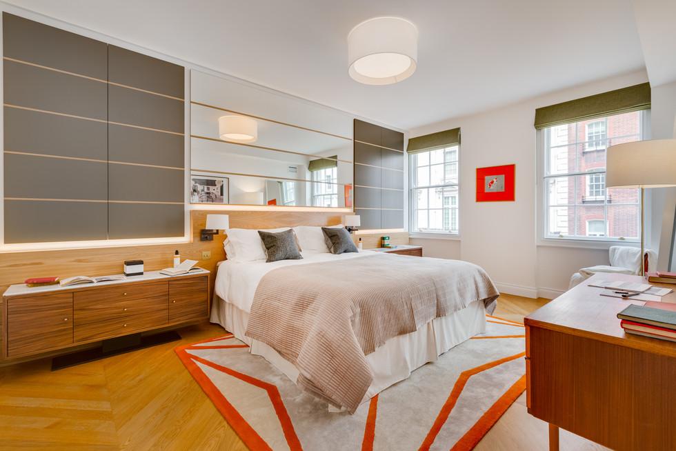 Ivar London - Maltese rug - orange