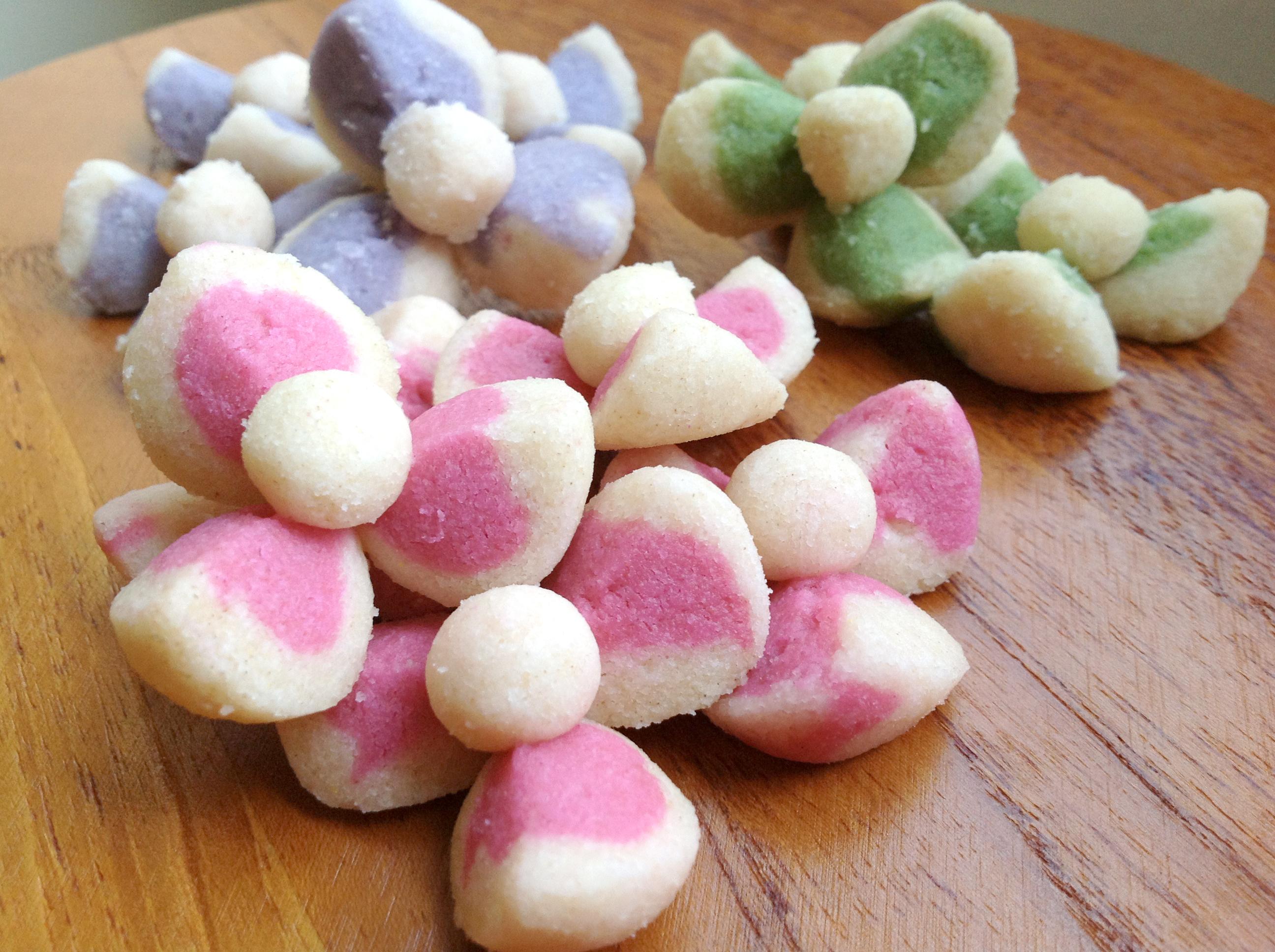 Thai Flower-Shaped Cookies