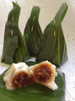 Steamed Flour with Coconut Filling
