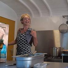 tara in keuken.jpg