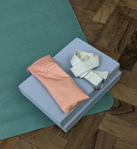 Yoga props: Pack B (mat, blocks & belt)