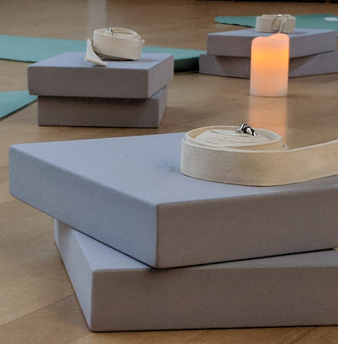 Yoga props: Pack A (blocks & belt)