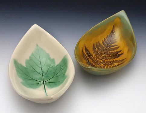 Boat-shaped Leaf Bowls