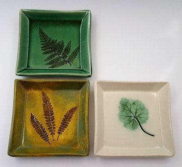 Medium Dishes in the 3 Glazes