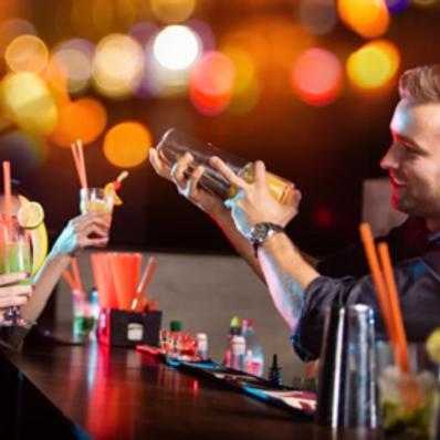 Bartender Shaking Mix