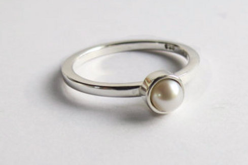 Custom Minimalist Freshwater Pearl Solitaire Ring