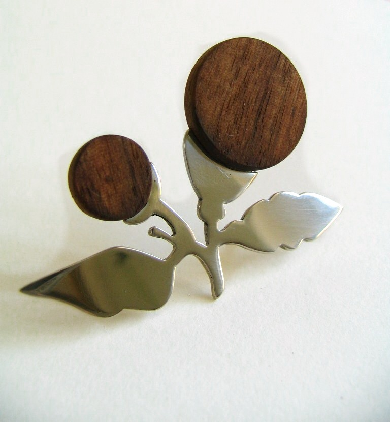Silhouette wood bud brooch_edited