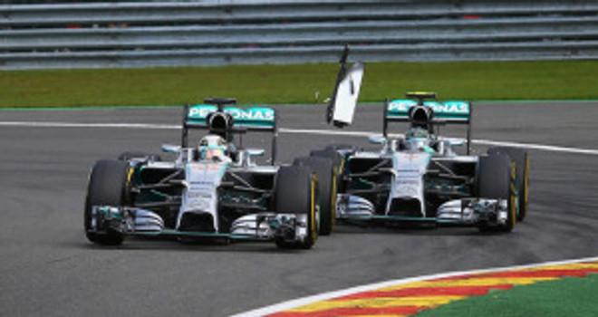 Lewis-Hamilton-and-Nico-Rosberg-at-Spa_3194994