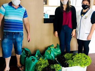 Doação de verduras para Apae