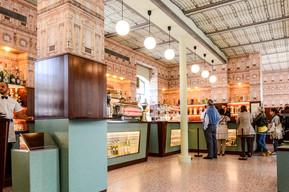 ウェスアンダーソンのカフェと常設展示
