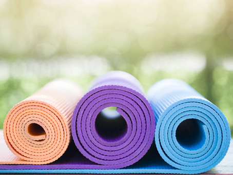 5 tips for choosing the perfect prenatal yoga mat