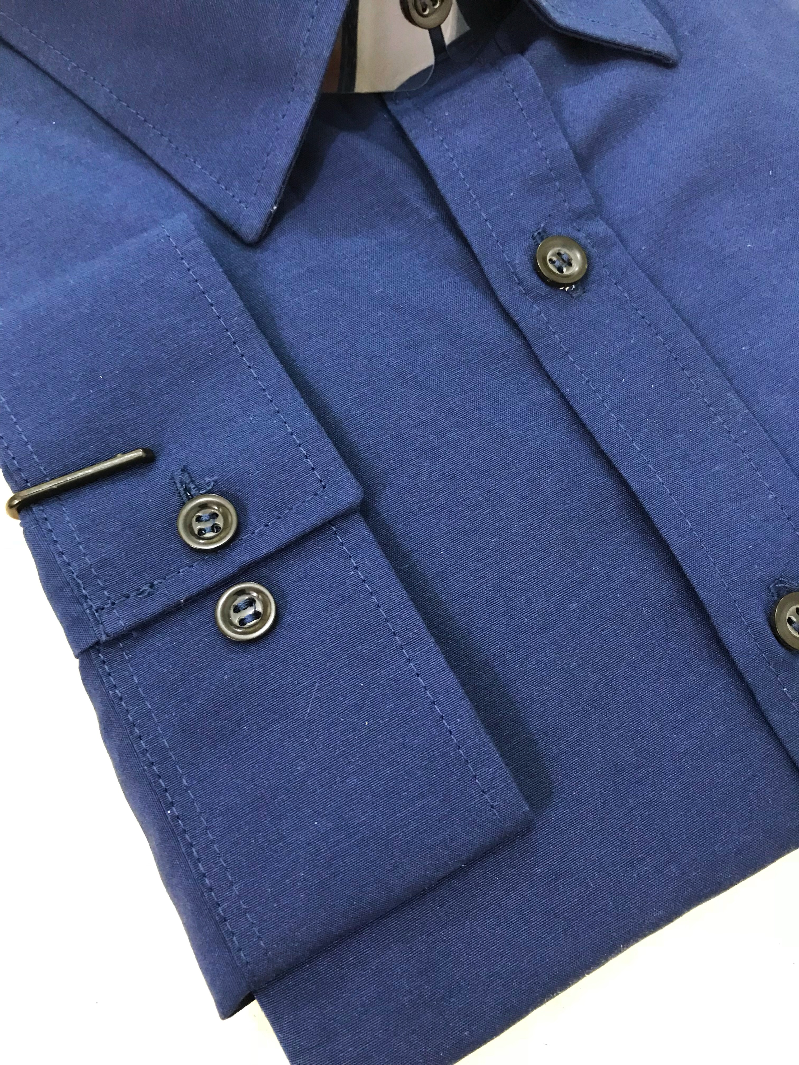camisa azul plus size