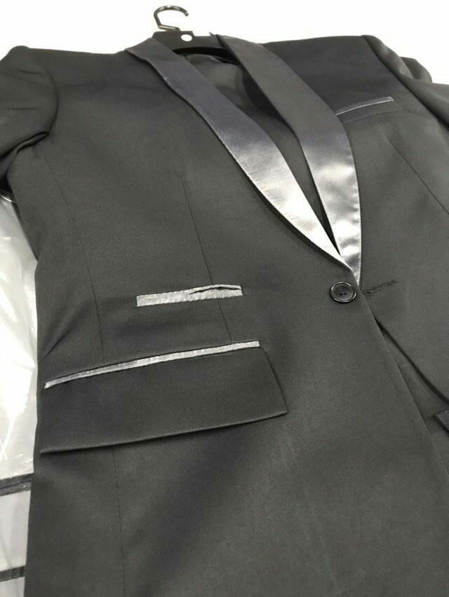 terno preto com lapela acetinada