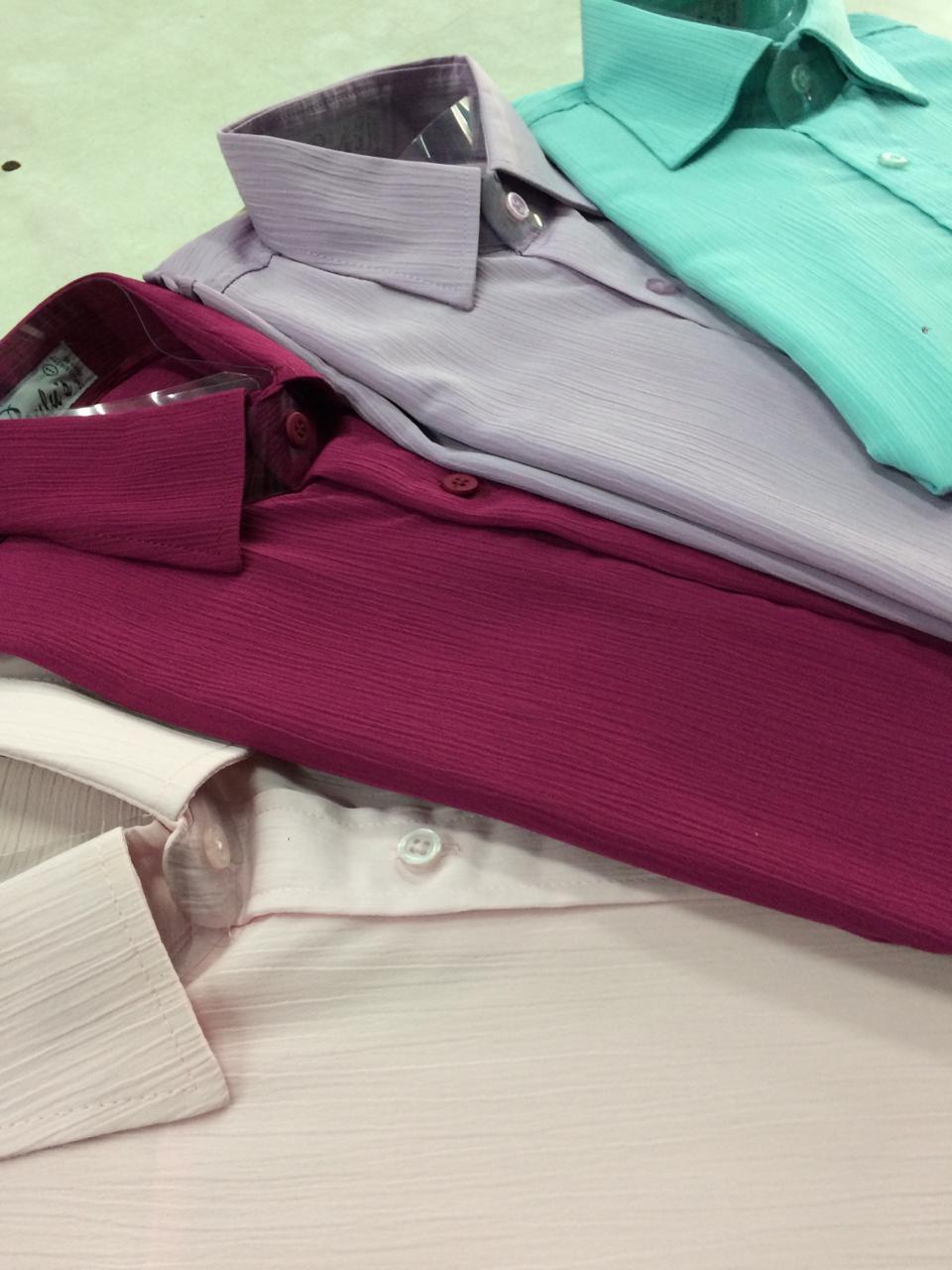 variedade em camisas lisas