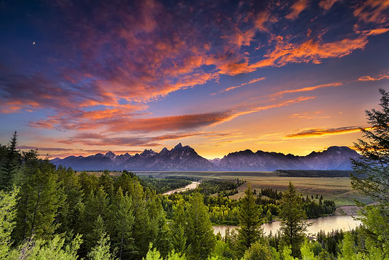Beautiful sunset over Grand Teton National Park, the Tetons and the Snake River