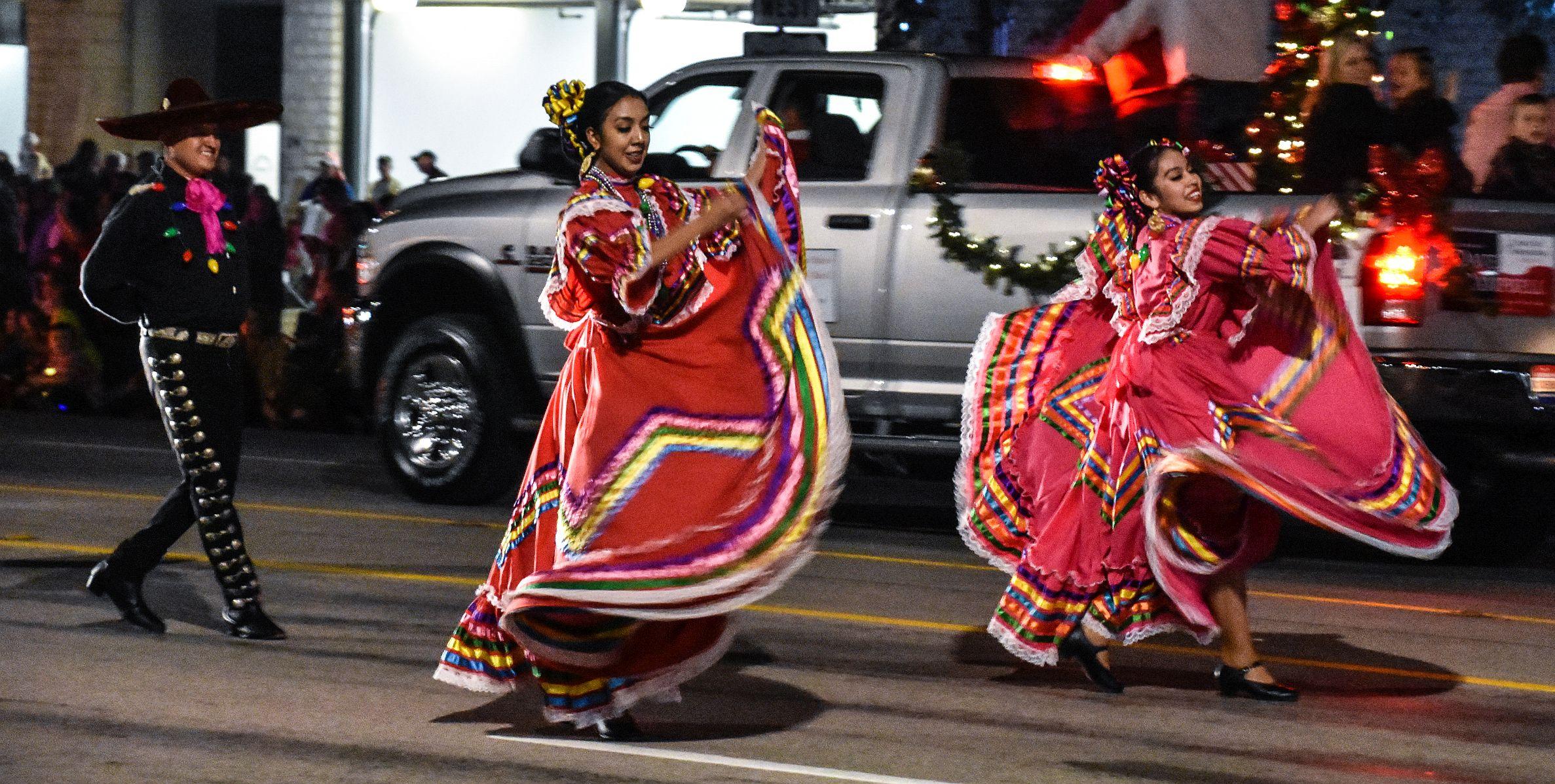 Light The Night Christmas Parade   Fredericksburg Chamber   TX