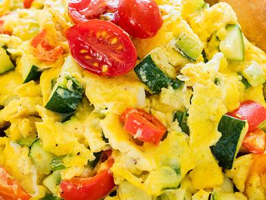 Good Eats: Morning Egg and Veggie Scramble