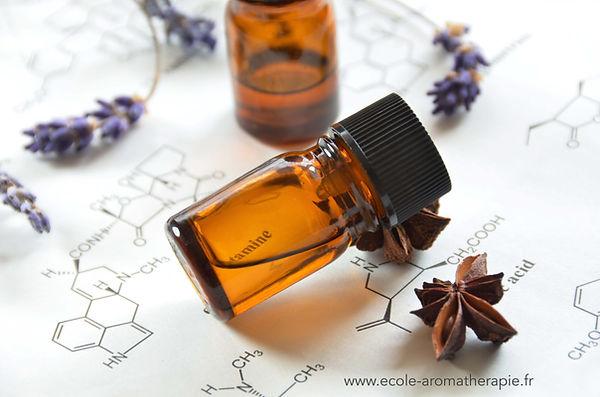 huile-essentielle-biochimie.jpg