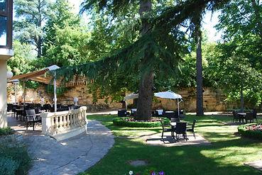 hôtel-châteaudelatour-terrasse_et_parc.J