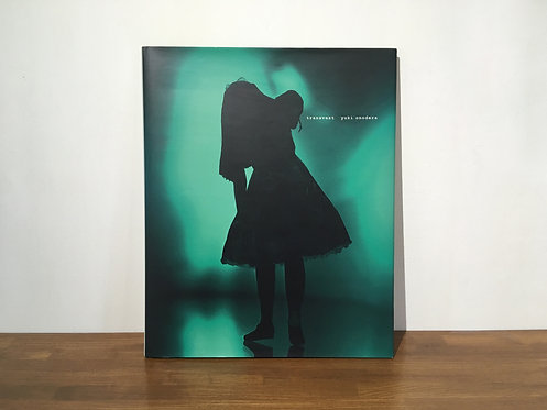 2004年にまとめられたNazraeli Pressより出版されたオノデラユキ『 transvest 』作品集。