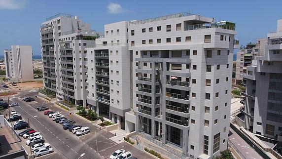 יהודה עמיחי 11, תל אביב